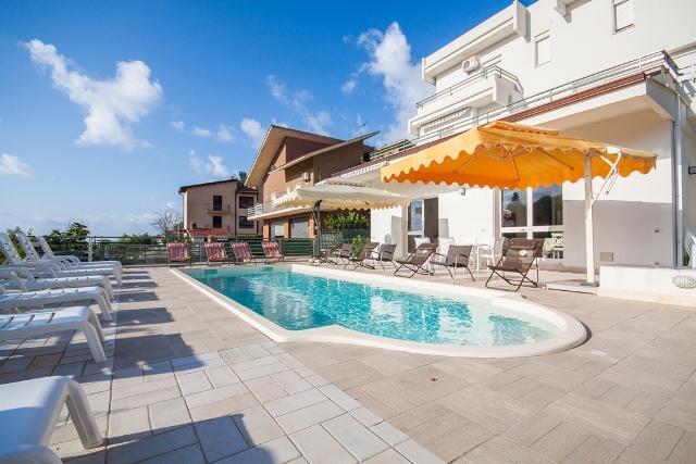 Grande villa con piscina in sicilia dreamsicilyvillas - Villa con piscina sicilia ...