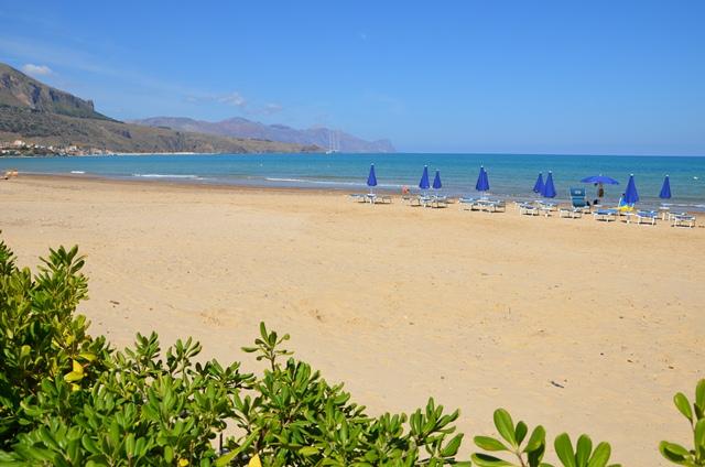 a huge sandy beach a few steps from the villa