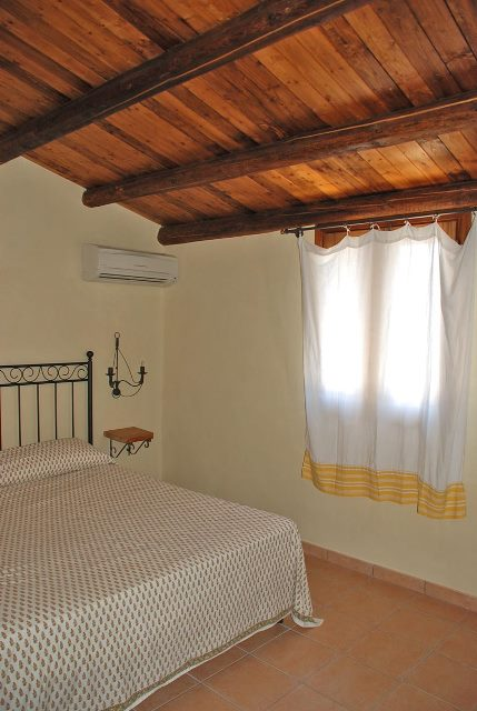 One of the 4 double bedrooms of Limonaia Cottage